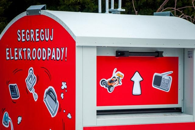 Zdjęcie przedstawia pojemnik na elektroodpady